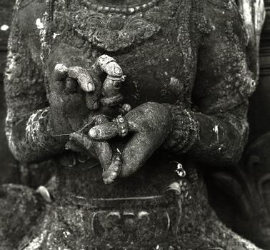 20110419111456-hands