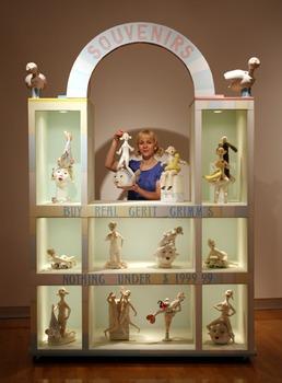 20110419164400-souvenir_booth