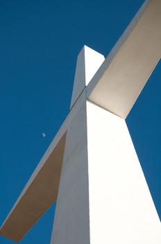 20110421104135-mooncross