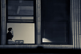 20110427235930-05_bank_district_window