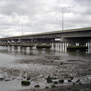 20110503104314-underbridge