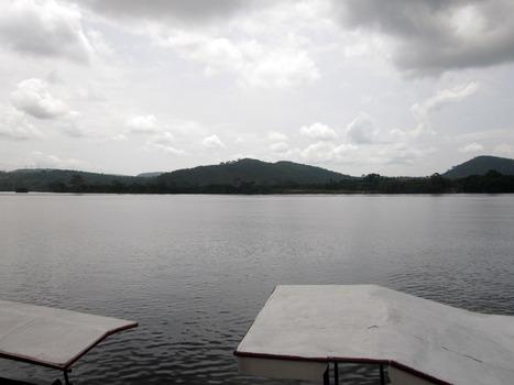 20110516005125-holdingwater