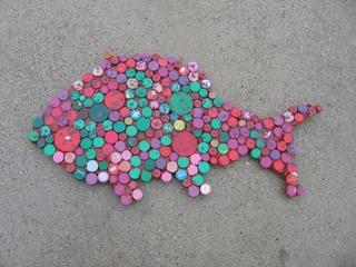 20110518101032-redgreendotsfish_001-1