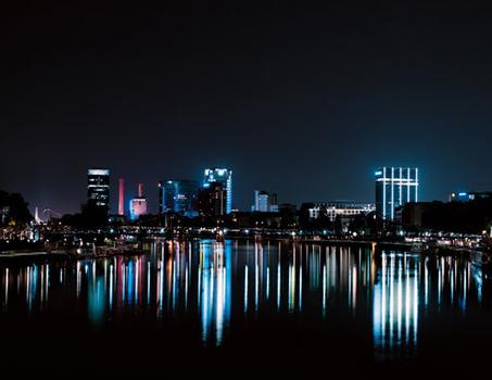20110611045620-frankfurt_-_night__520p
