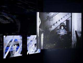 20110525061331-lyonbiennale-light-installation2
