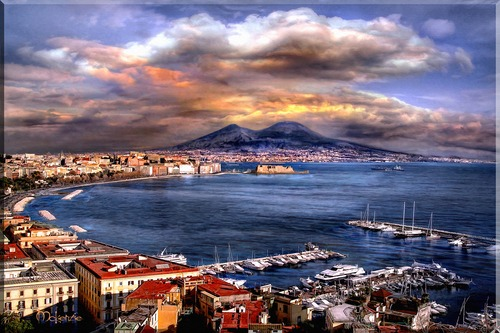 20110525120009-bay_of_naples