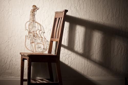 20110603172847-violin_chair