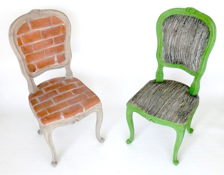 Chairs_in_conversation