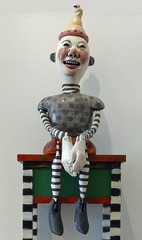 20110612085143-lyhag018_laughing_man_on_table_w500