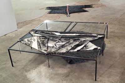 20110619062115-tisch_hangar_a