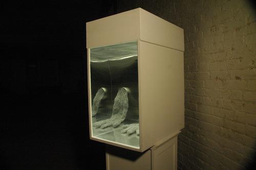 20110626235855-gloves_b