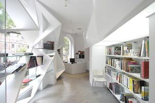 20110712000111-bookstore