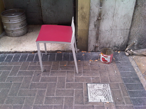 20110725095747-chair_and_tin_