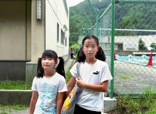 20110801172806-p17-kobayashi-sisters4