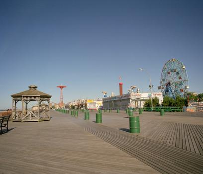 20110803070419-coney_island_5