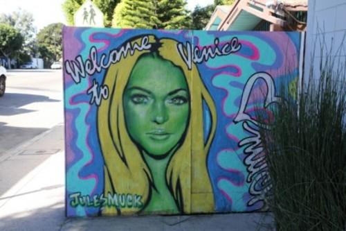 20110808132351-lindsay-lohan-mules-muck-mural-02032011-02-430x286
