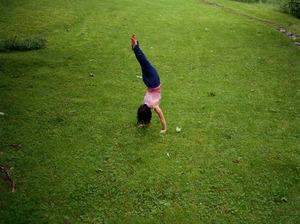 20110915132446-paxton_handstand1_wk