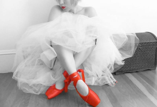 Lips_and_red_shoes