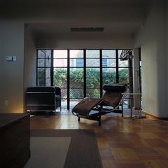 20110929125538-miserendino__victoria_living_room