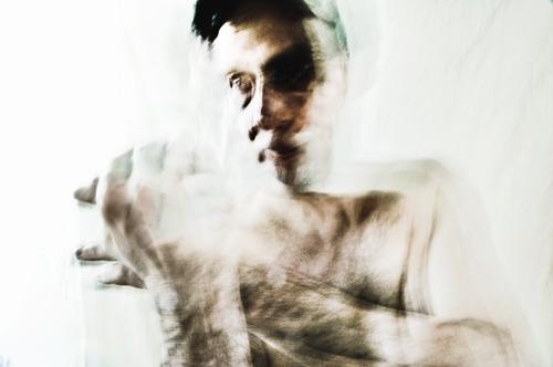 20111015100406-nude_24