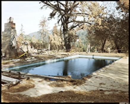 20111020024147-misrach_oaklandfire104-91-1991