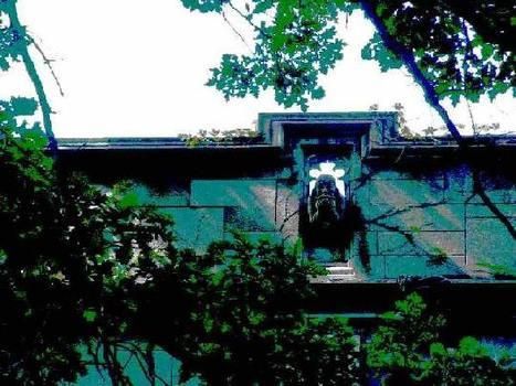 20111020133306-waterspout_on_bond_chapel