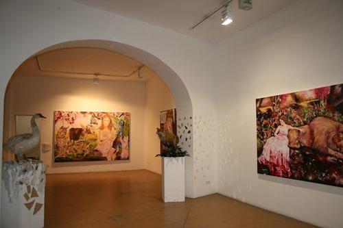 20111102035829-anna_borowy_hinter_den_spiegeln_at_janinebeangallery_berlin6