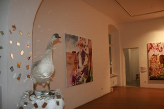 20111102035855-anna_borowy_hinter_den_spiegeln_at_janinebeangallery_berlin4