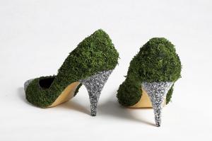 20111110103442-heels_back