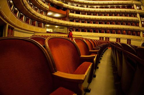 20111117163419-vienna_opera
