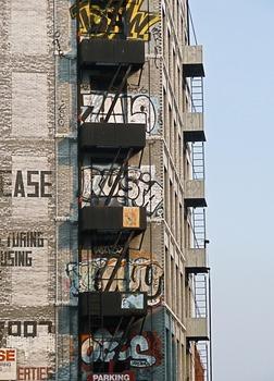 20111127142641-la_tower