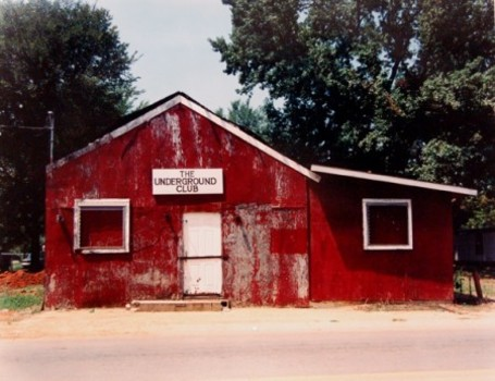 20111203194001-william-christenberry-the-underground-club-greensboro-alabama-1997-450x346