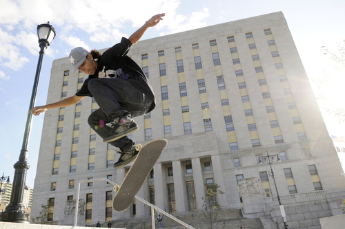 Courthouseskaters01