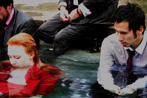 20111206155648-ka_men_and_women_in_water_cities__4