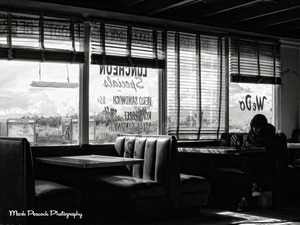 20111210124144-club_ed_diner_22x30_small