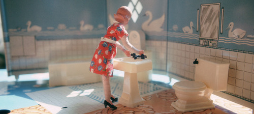 20111221164925-laurie_simmons_first_bathroom-woman_standing_from_interiors__1978-web_page_header