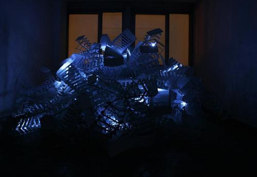 20120103000230-light_scul_pture