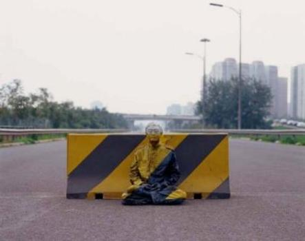 20120112004515-liu-bolin-hiding-in-the-city-no51-road-block