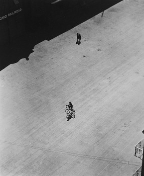 20120113184041-4_boy_on_bike_below_brooklyn_bridge_1921_1922