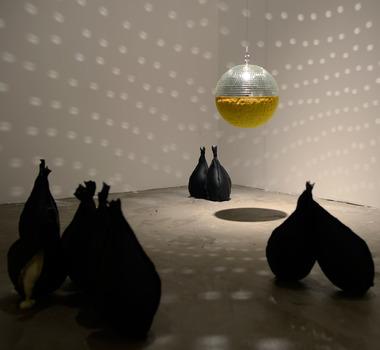 20120201081508-limbo-installation