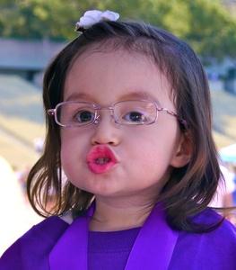 20120208013656-kisses