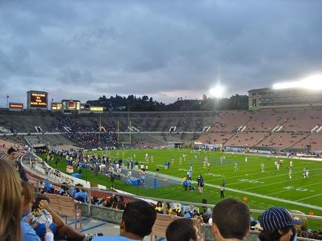 20120208015952-football_stadium