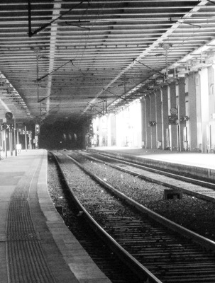 20120212213122-cannes_-_inside_train_stop_bnw