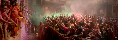 20120222094701-final_sacred_india_book_cusm_holi_pan