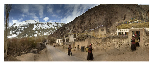 20120222104419-stainless_exhibition_she_walked_home_ladakh_cusm_22_x_60_pan_170