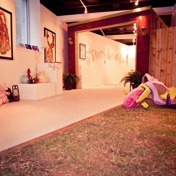 20120305043430-garage_sale_installation_view