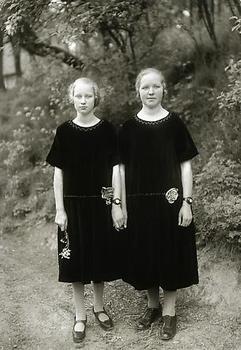 20120320001117-country_girls0