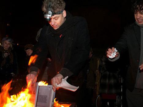 20120322185955-12manchester-bonfire3