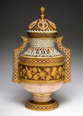 20120401210332-36-covered-vase_428w