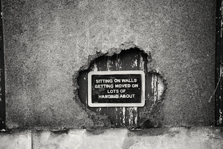 20120409171858-do_sitting_on_the_wall